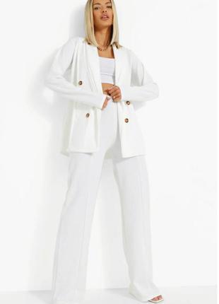 Блейзер на пуговицах и брюки со швом спереди