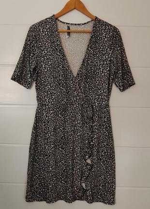 Натуральное вискозное платье с рюшей впереди
