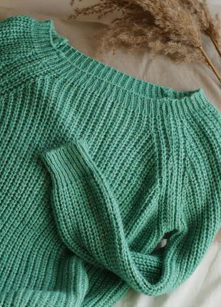 Стильный зелёный женский свитер