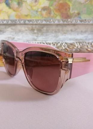 Модные розовые солнцезащитные женские очки на небольшое лицо
