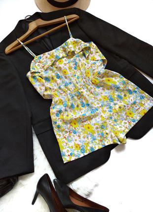 Яркий комбинезон с шортами в цветы на тонких бретелях