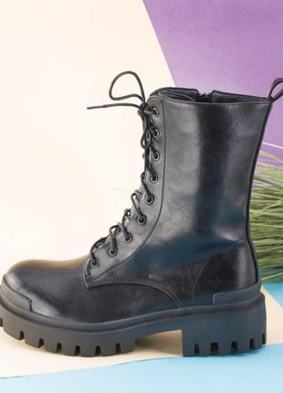 Женские черные ботинки на шнуровке