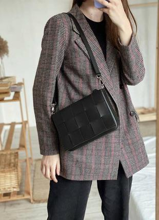 Черная сумка через плечо чорна сумка черный клатч кроссбоди сумка плетеный клатч