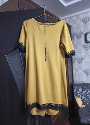 Горчичное платье