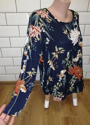 Стильная блуза в цветочный принт р. s-m