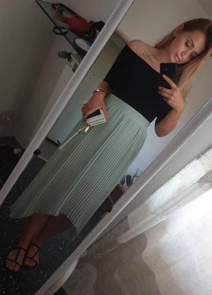 Плиссированная юбка фисташкового цвета zara