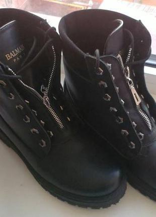 Крутые кожаные ботинки в стиле balmain.