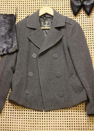 Короткое пальто 55% шерсти!