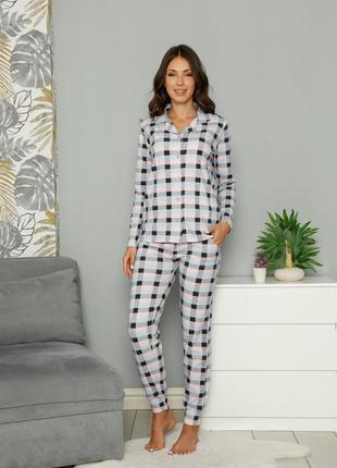 Жіноча піжама на ґудзиках - світла клітинка