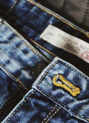Рванные джинсы zara