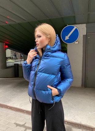 Курточка с капюшоном короткая укороченная  плащевка бензин с отливом на пуху теплая утеплённая  на молнии