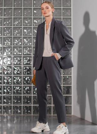 Шикарный трендовый серый костюм