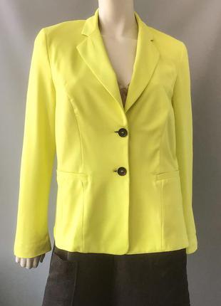 Ярко-желтый пиджак бренда marc cain, германия