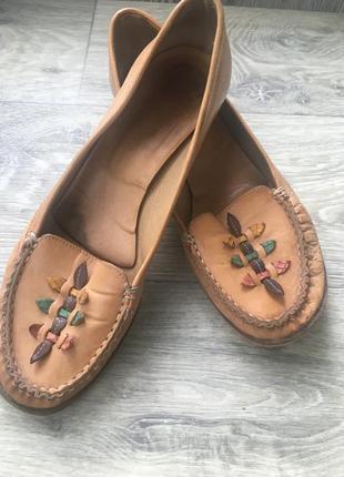 Стильные необычные мокасины на каблуке