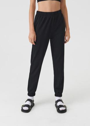 Новые трикотажные тканевые спортивные черные штаны без утепления джоггеры m l xl