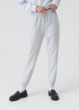 Новые трикотажные спортивные светло-серые штаны почти белые без утепления джоггеры l xl