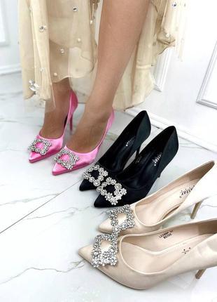 Трендовые туфли с фурнитурой квадрат