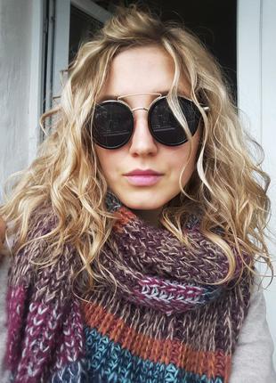 Черные солнцезащитные очки с золотистыми дужками
