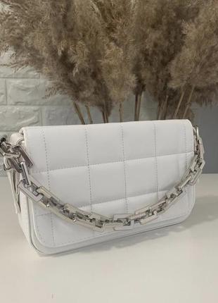 Белая женская сумка кожзам кросс боди стёганая с цепочкой
