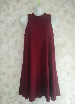 Бордовое платье в рубчик