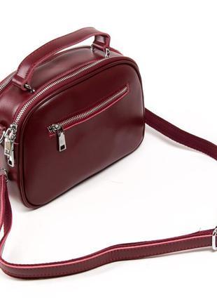 Женская сумочка изготовлена из натуральной плотной кожи