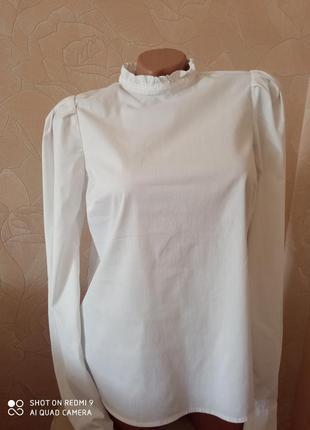 Очень красивая белая рубашка блуза с актуальным рукавом