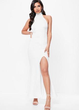 Белое макси платье с открытой спиной