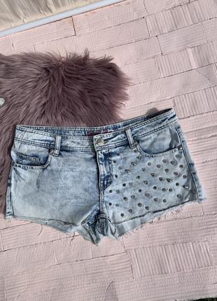 Джинсовые шорты с шипами деним denim короткие шортики голубые светлые джинс