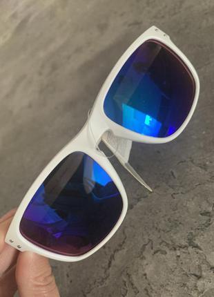 Сонцезахисні окуляри, італія