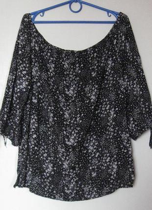 Блуза черно-белая с открытыми плечами вискоза