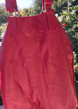Вместительная красная сумка с кошельком