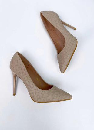 Стильные туфли тонкий каблук