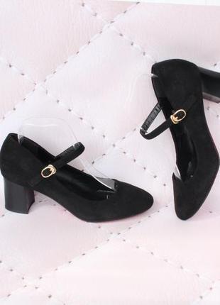 Черные туфли 38, 39, размера на удобном каблуке