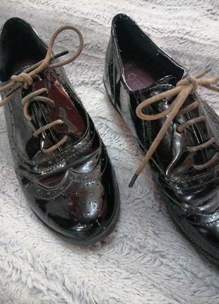 Лаковые туфли оксфорды отличного качества