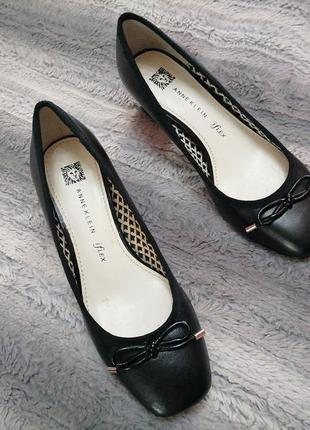 Очень классные туфли с квадратным носком из натуральной кожи