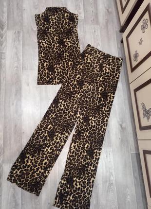 Шикарный костюм с  широкими брюками палаццо,клеш