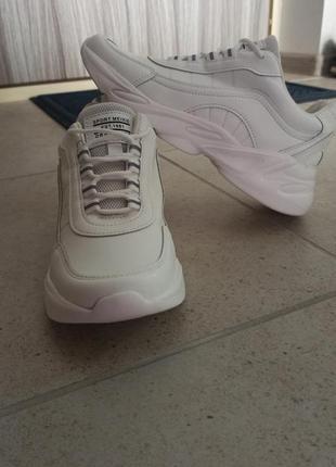 Кроссовки белые легкие, удобные