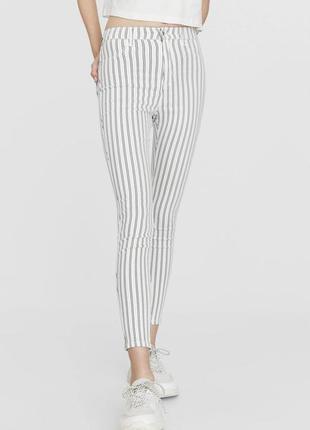 Білі джинси в полоску stradivarius