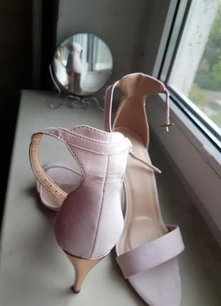 Новые туфли туфельки бежевые