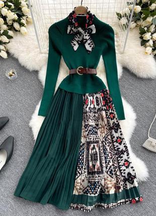 Изумрудное платье с юбкой-плиссе, комбинированное платье колорблок, платье-гольф