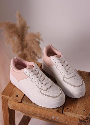 Женские белые кроссовки форсы