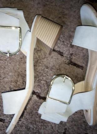 Босоножки квадратный каблук