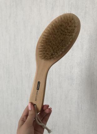 Деревянная щетка с натуральной щетиной для сухого массажа titanium
