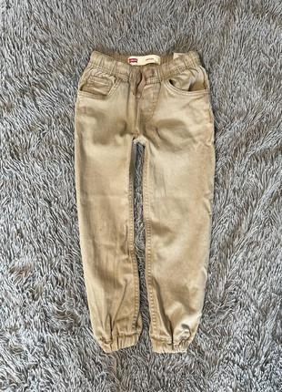 Продам штаны джоггеры под классику levis , 5-6 лет
