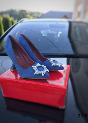 Туфли на каблуке с брошкой , каблук рюмка