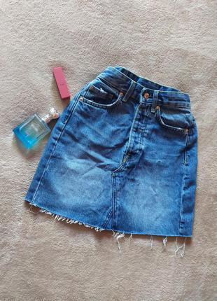 Стильная плотная джинсовая мини юбка высокая талия необработанный край потёртости