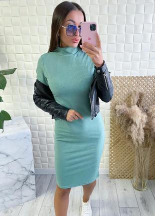 Женское платье по фигуре с высоким горлом трикотаж рубчик