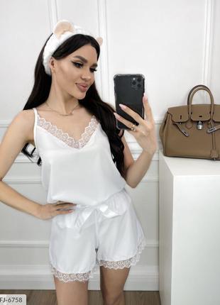 Белая пижама с шортами