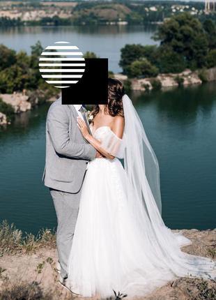 Свадебное платье со шлейфом и крылышками