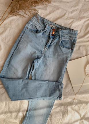 Распродажа джинсы с высокой посадкой талией